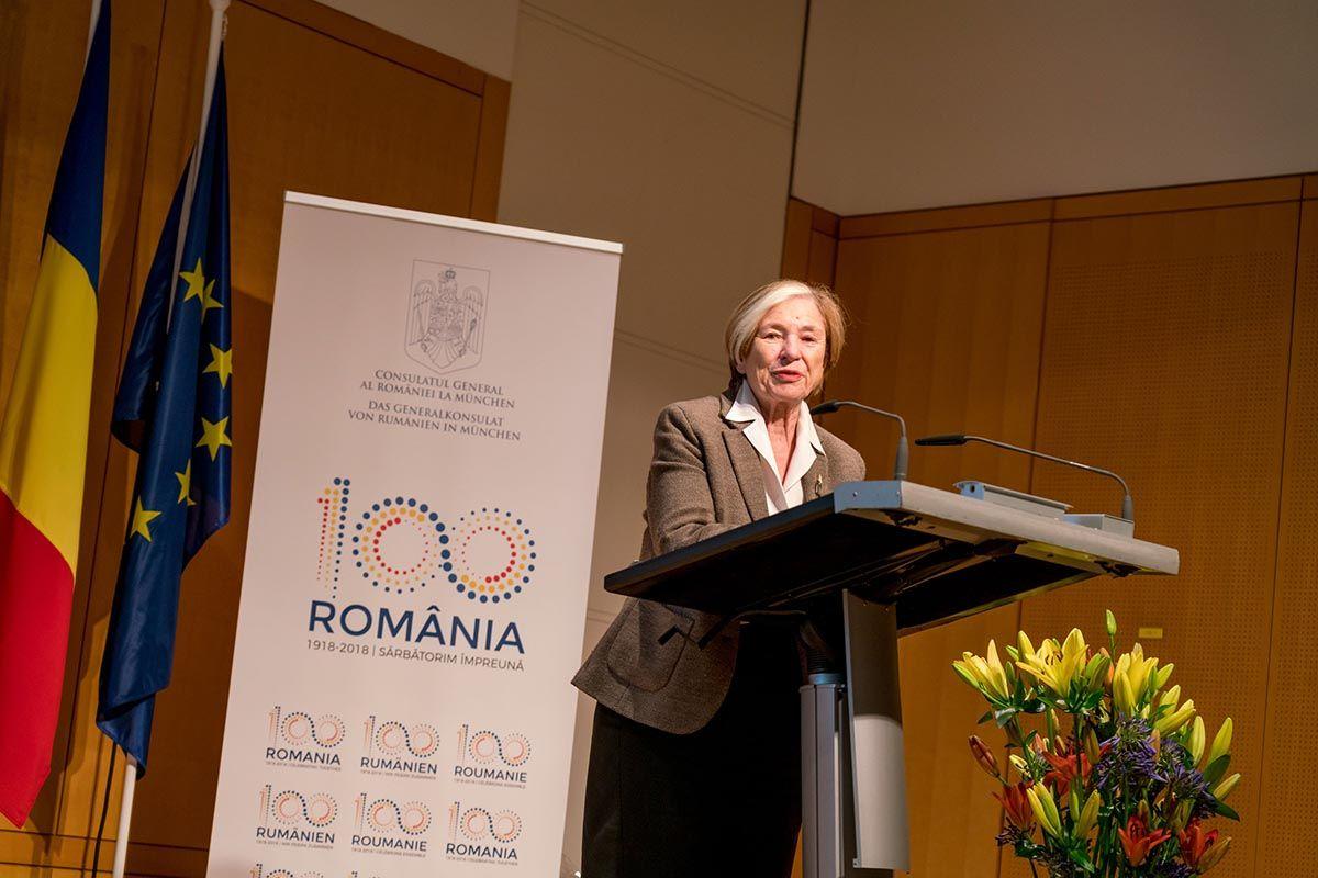 """""""Seit 2002 unterstützt die HSS mit einem eigenen Büro in Bukarest und vielen Projekten den Transformationsprozess und die europäische Integration Rumäniens"""", sagte Stiftungsvorsitzende Ursula Männle. """"Ich war immer beeindruckt von der Beharrlichkeit, mit der die rumänische Bevölkerung am Aufbau demokratischer Strukturen festgehalten hat. Und den Beitritt zur Europäischen Union genutzt hat, sich positiv in die Gemeinschaft einzubringen und für ihre Werte einzutreten."""""""