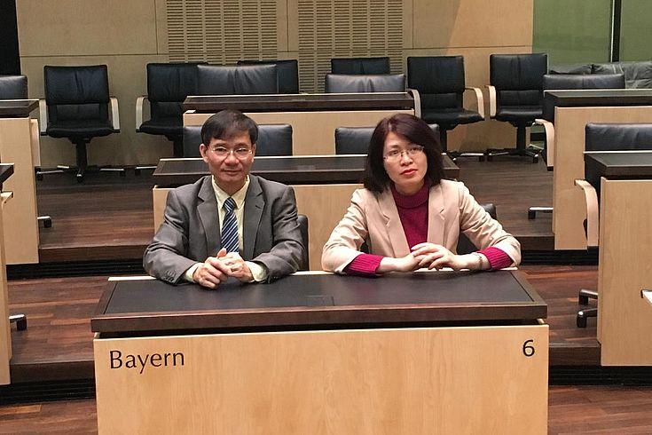 Im Bundesrat: Leiter der Delegation, Dao Quang Vinh und Mai Hai Yen, HSS Vietnam