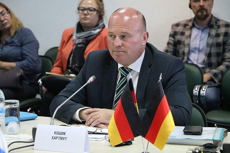 Hartmut Koschyk (MdB) ist seit 2014 bei der Bundesregierung zuständig für Aussiedlerfragen und nationale Minderheiten.