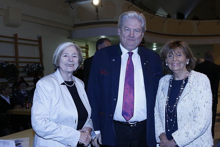 Ursula Männle, Sigmund Gottlieb, Charlotte Knobloch im stehen von vorne fotografiert