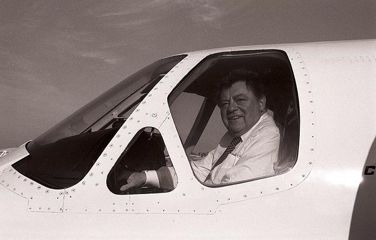 Franz Josef Strauß im Cockpit 1985