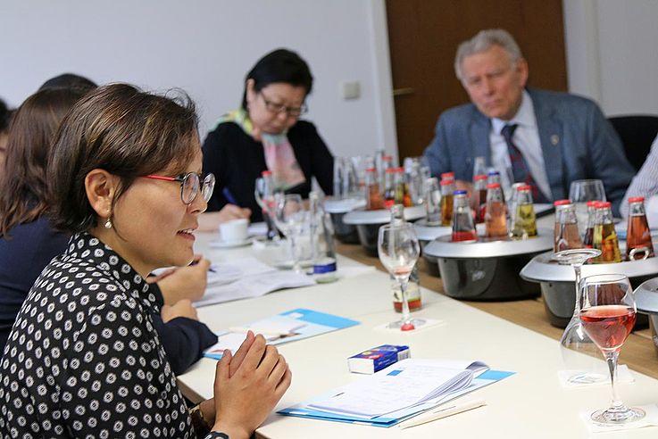 Eingeladen waren sie vom Projekt der Hanns-Seidel-Stiftung in München, das bereits seit Mitte der 90er Jahren die Förderung der Rechtsstaatlichkeit der Mongolei unterstützt.