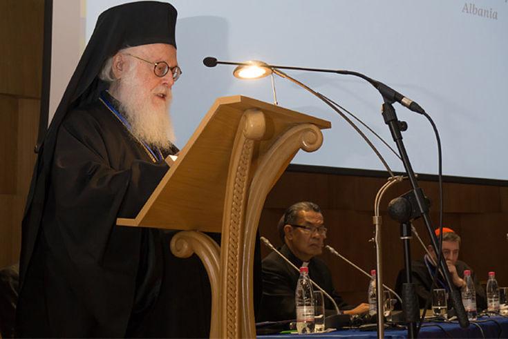 Der orthodoxe Erzbischof Anastasios Yannoulatos begrüßte die Teilnehmer in Tirana