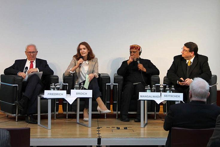 (v.l.n.r.) Dr. Ingo Friedrich, Franziska Broich, Prof. Dr. Vishal Mangalwadi, Dr. Hans Otto Seitschek