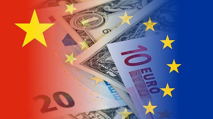 EU-Sterne und China-Stern mit Geldscheinen in der Mitte.
