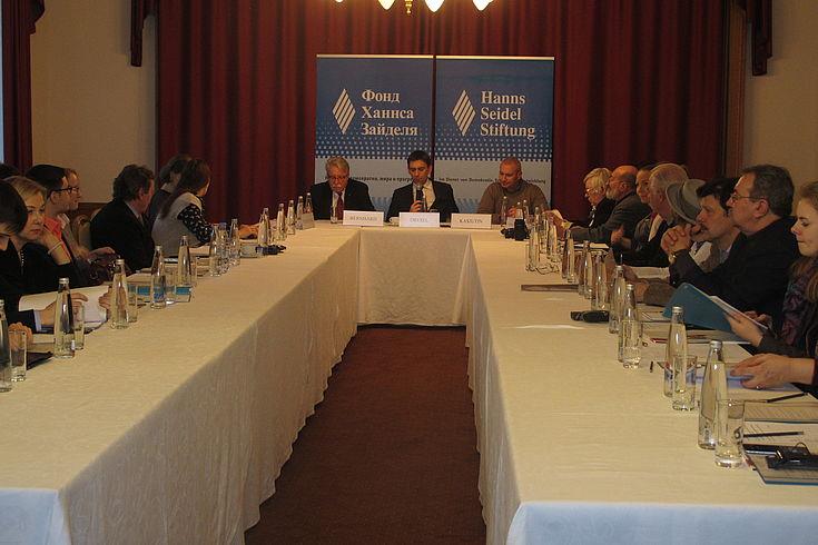 Etwa 35 Experten nahmen am Runden Tisch der HSS teil