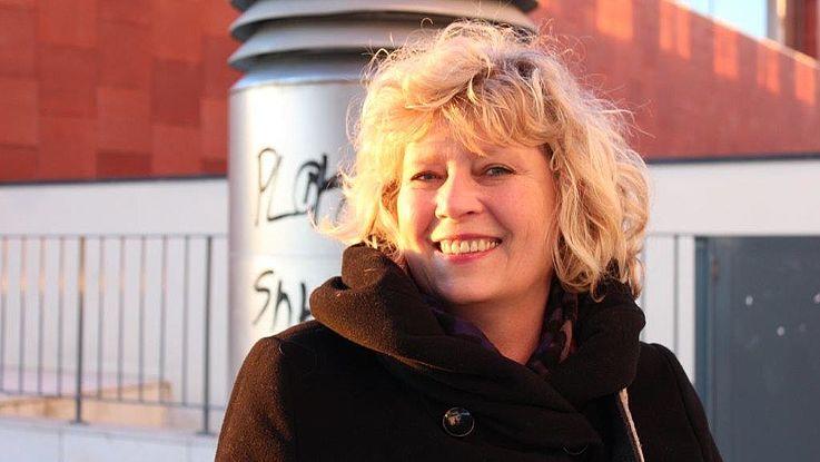 """Die Münchner Drehbuchautorin und Regisseurin Steffi Kammermeier schreibt und dreht Dokumentationen unter anderem für den Bayerischen Rundfunk. Außerdem ist sie für den Komödienstadl im Einsatz und schreibt Kinderbücher. Über sich selber sagt Kammermeier: """"Ich war nie 'entweder – oder', ich war immer 'und – auch – sogar'."""""""