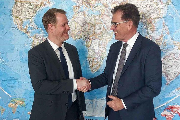 """""""[...] Angebot einer partnerschaftlichen wirtschaftlichen Zusammenarbeit auf Augenhöhe"""" (Gerd Müller über den """"Marshallplan mit Afrika"""")"""