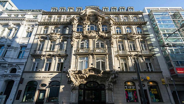 Ältere Stadthausfassade im norddeutschen Stil