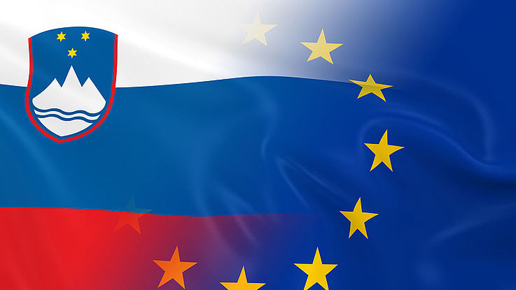 Flagge Sloweniens mit EU-Flagge vermischt