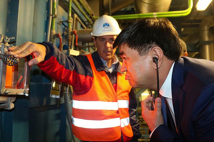 Die Führung durch die Müllverbrennungsanlage von Augsburg vermittelt praktisches Wissen