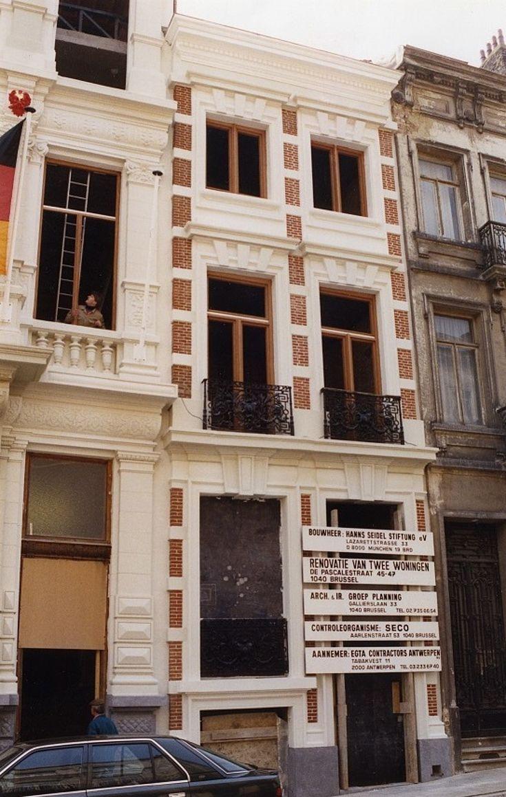 """Von 1993 bis 2004 residiert die Hanns-Seidel-Stiftung in Brüssel im """"Franz-Josef-Strauß-Haus"""" in der Rue de Pascale 45/47"""