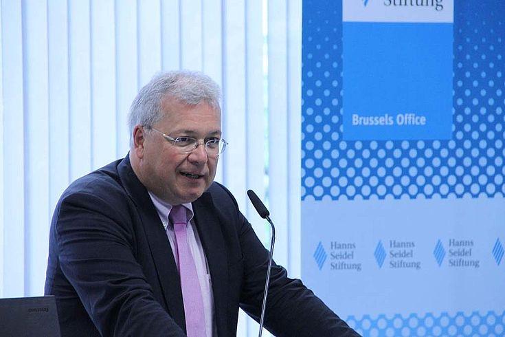 Markus Ferber kritisiert die Diskussion um die Lockerung der Stabilitätskriterien.