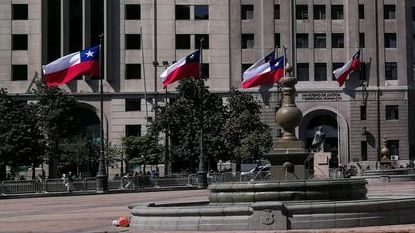 Nach dem Verfassungsreferendum wird ein neuer Sozialpakt für Chile entworfen: Im April 2021 werden die Chilenen die Delegierten bestimmen, die dann die neue Verfassung vorbereiten werden. Danach werden die Bürger wiederum in einem Referendum über den Entwurf entscheiden.