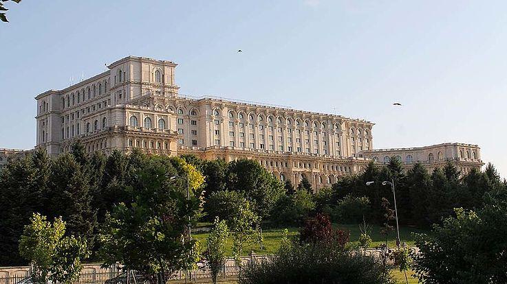 Nach mehreren Versuchen gelang es der bürgerlichen PNL mit einem Misstrauensvotum die Regierung der sozialdemokratischen PSD mit Viorica Dăncilă zu entmachten