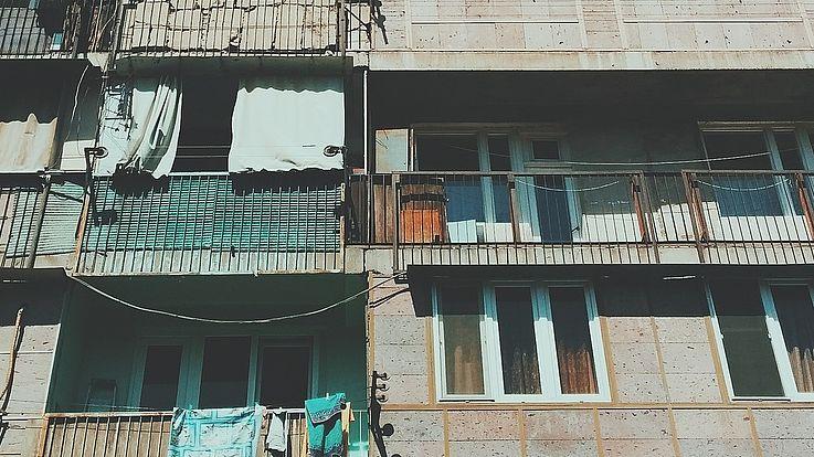 Fassade einen ärmlichen Wohnblocks