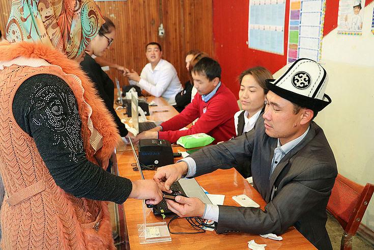 Biometrische Erfassung von Wählern in einem Wahllokal