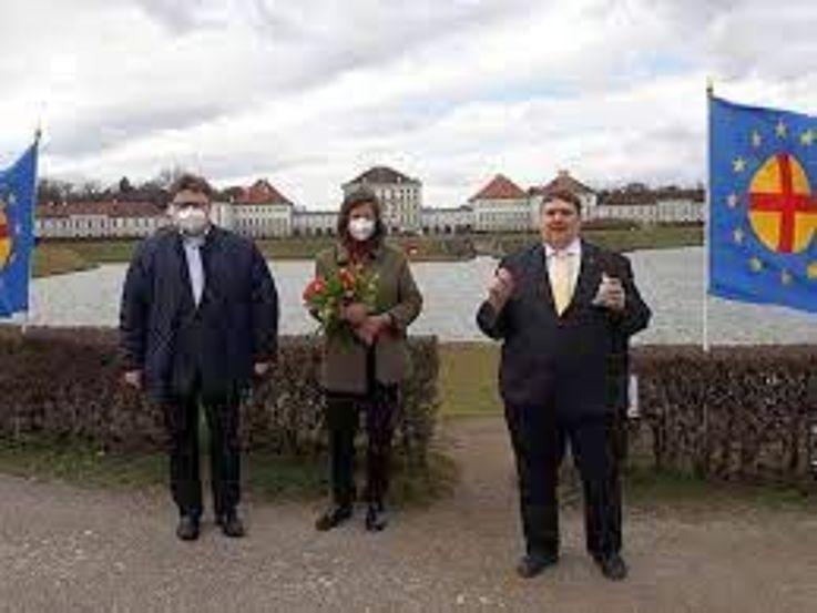 Zum 70. Todestag von Ida Roland gab es am Nymphenburger Kanal ein Gedenken an die Pionierin der europäischen Idee. Anwesend waren Paneuropa-Bundesgeschäftsführer Johannes Kijas, Paneuropa-Pressereferentin Stephanie Waldburg und Paneuropa-Präsident Bernd Posselt.