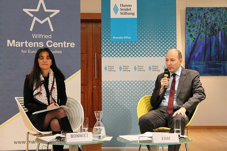 EU-Botschafterin Maltas, Marlene Bonnici, und Markus Ehm vom Institut für internationale Zusammenarbeit der Hanns-Seidel-Stiftung
