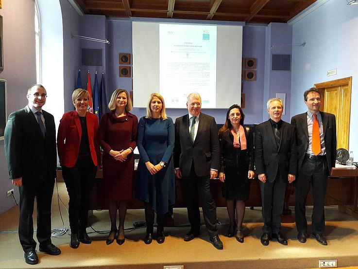 Alle Panellisten unterstrichen zum Schluss die Wichtigkeit der europäischen Identität als Überbau der nationalen Identität.