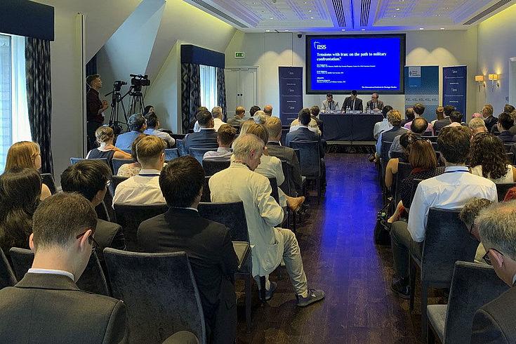 Zu dem aktuellen Podiumsgespräch kamen rund 80 Teilnehmer aus Ministerien, Botschaften, Wissenschaft und Privatsektor.
