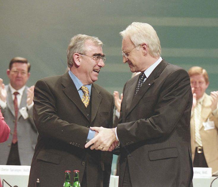 Theo Waigel und Edmund Stoiber auf dem Sonderparteitag 1999