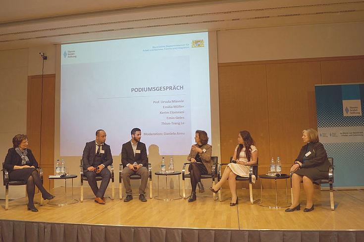 Gemeinsam für gute Integration: Unter den 300 Teilnehmer/innen der Konferenz waren ehrenamtliche Flüchtlingshelfer, Projektträger, Vertreter der freien Wohlfahrtspflege, von Kommunen und Wirtschaftsverbänden.