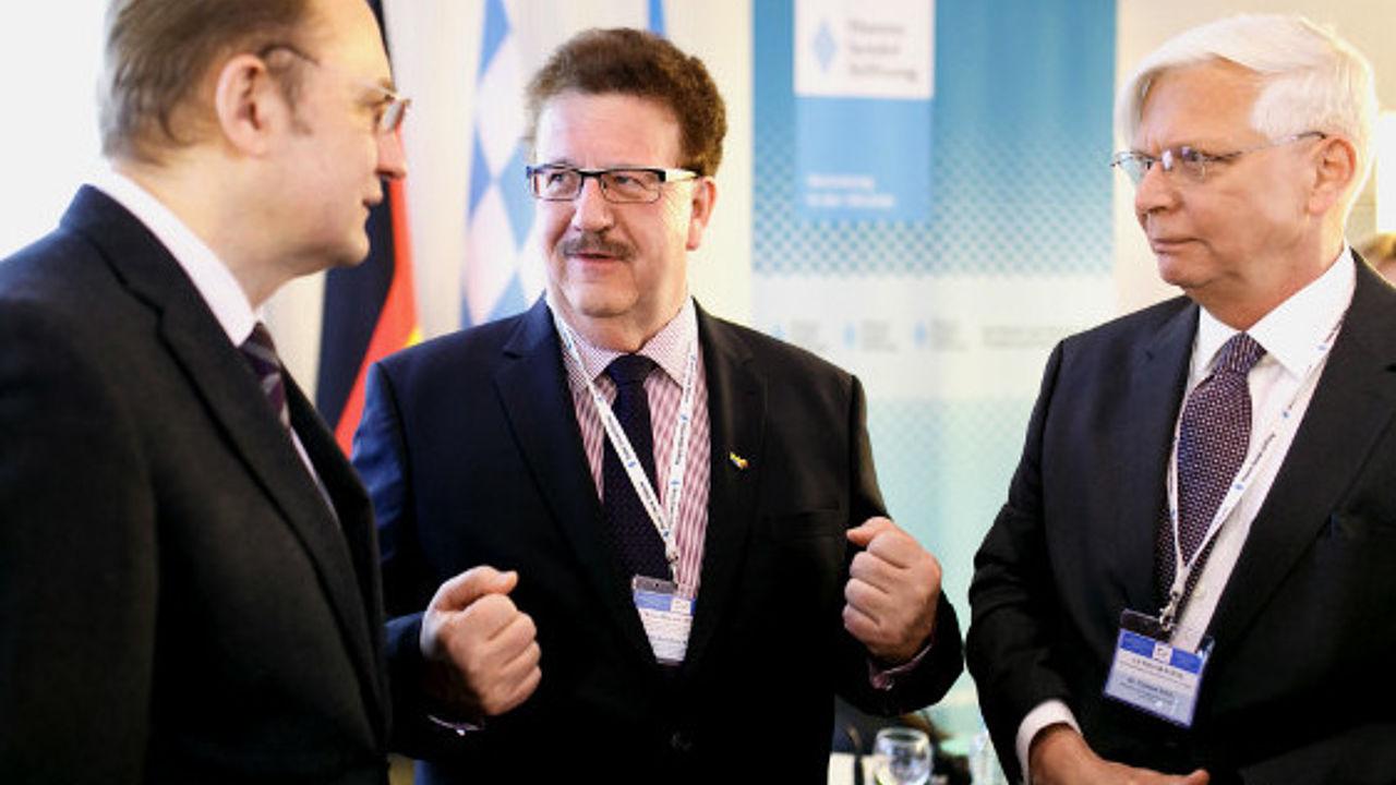 Hanns-Joachim Fuchtel, Andreij Sadowij und Botschafter Dr. Christof Weil