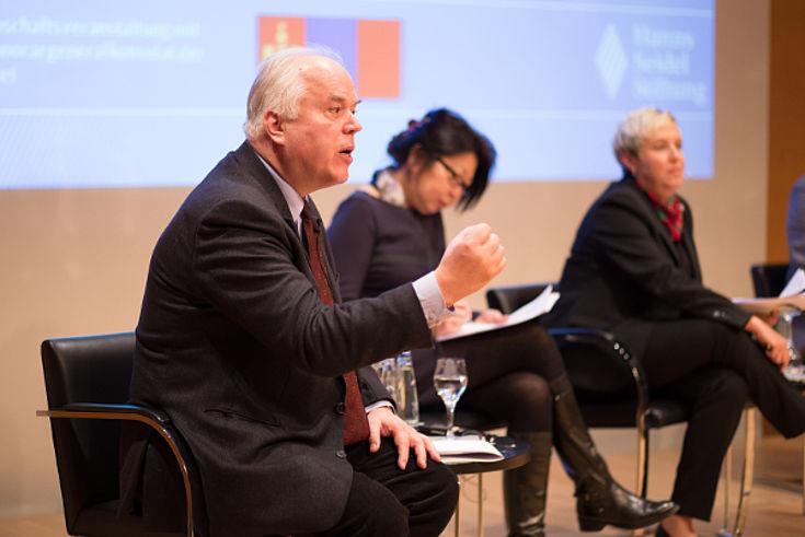 Professor Barkmann in der Podiumsdiskussion