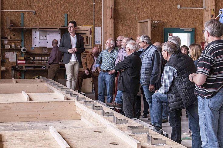 """Holzhäuser im """"Passivhausstandart"""" benötigen keine klassischen Heizungen mehr (Aufnahme bei der Firma """"Augsburger Holzhaus"""")"""