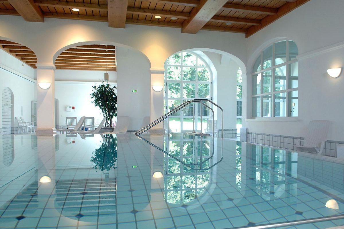 Wellness und Entspannung im Schwimmbad nach den Veranstaltungen