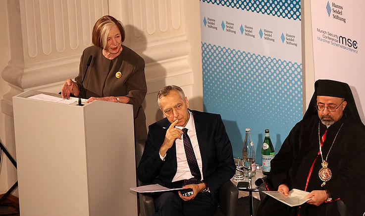 """Die Vorsitzende der Hanns-Seidel-Stiftung, Ursula Männle, dankte in Ihrer Keynote dem """"International Panel of Parliamentarians for the Freedom of Religion or Belief"""" für die Kooperation bei der Veranstaltung."""