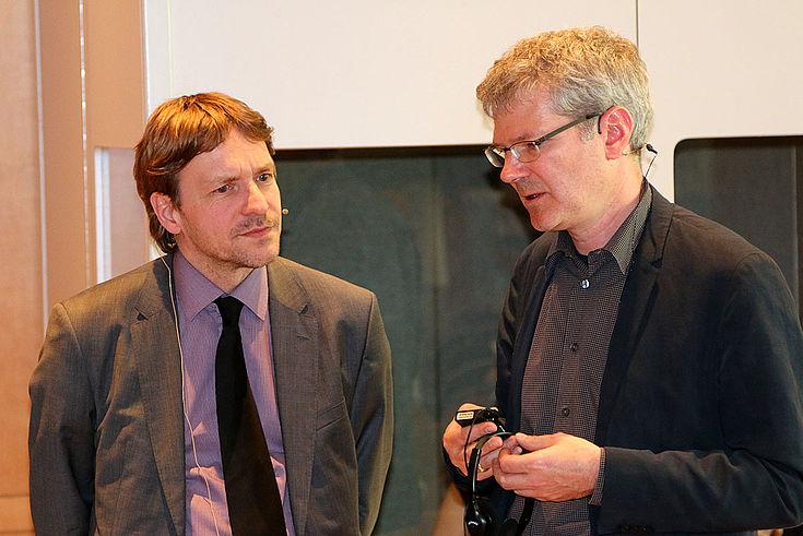 Zwei Herren im Gespräch