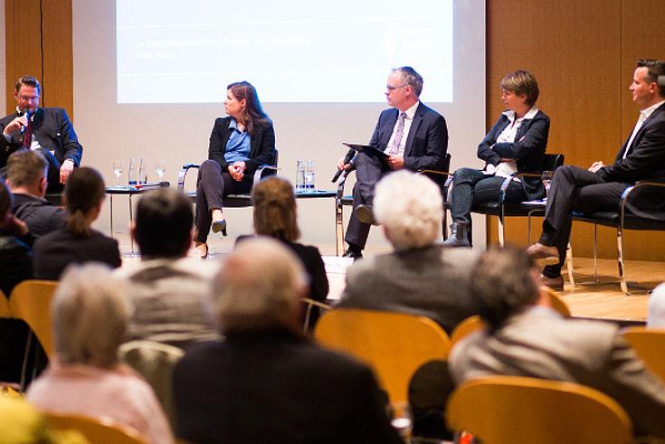 Florian Alte, Sonja Schwendner, Karl Heinz Keil (Moderator), Kathrin Demmler, Richard Gutjahr (v.l.n.r.)