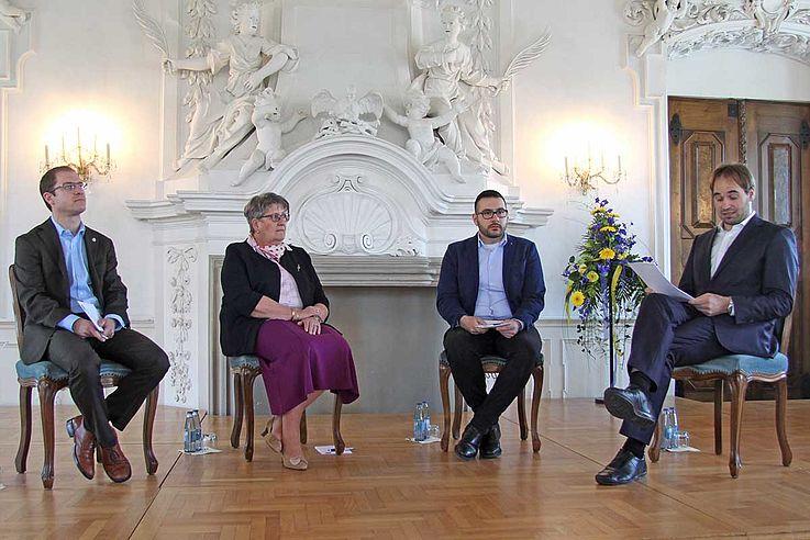 Podiumsdiskussion über die Arbeit religiöser Verbände in unserer Demokratie: Aaron Buck, Elfriede Schießleder, Evrim Çelik und Moderator Ulrich Hofstätter