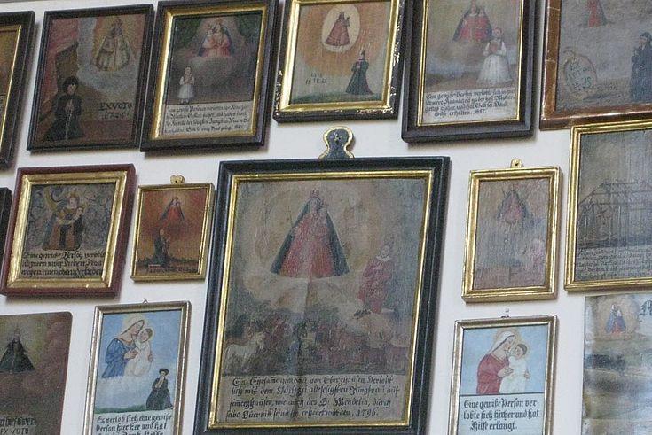 Votivtafeln drücken ganz öffentlich den Dank gläubiger Katholiken für erfahrenen himmlischen Beistand aus.