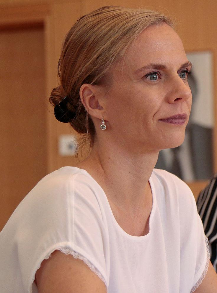 Dr. Anja Opitz leitet das Referat Internationale Politik und Sicherheitspolitik an der APB Tutzing, einem interdisziplinären Think Tank in Tutzing. Sie ist Vizepräsidentin und Founder der Global Health Security Alliance (GloHSA), einem internationalen Expertennetzwerk an der Schnittstelle von Global Health und Security, und sie ist Gründungsmitglied der Middle East and International Affairs Research Group (MEIA Research) in München.