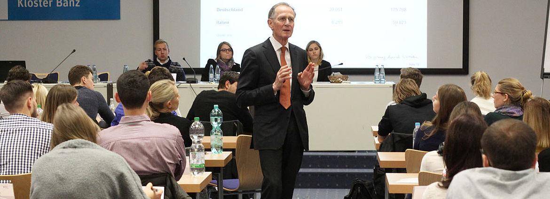 Mit Witz und Esprit ging Bert Rürup auf die Fragen der Stipendiaten ein.