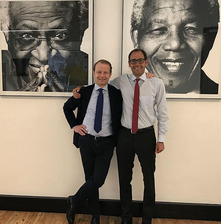 Gleichzeitig wurde Dr. Wolf Krug, der sieben Jahre lang die Projekte im südlichen Afrika verantwortete, verabschiedet und sein Nachfolger, Hanns Bühler, eingeführt. Dr. Krug war von 2005 bis 2017 für die HSS in Afrika beschäftigt, wo der habilitierte Volkswirt die Stiftung als regionaler Repräsentant für Ostafrika und später für Südafrika vertrat. Jetzt leitet er von der Münchner Zentrale aus das Institut für Europäischen und Transatlantischen Dialog.