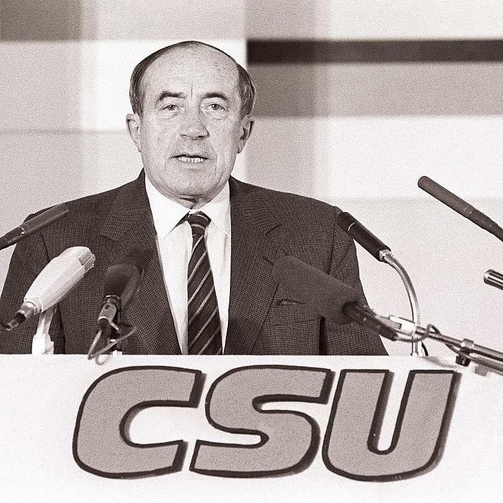 """Werner Dollinger auf dem CSU-Parteitag """"Gemeinsam Deutschland in Ordnung bringen"""" 1983 in München"""
