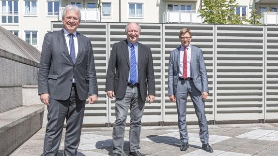 Vorsitzender Markkus Ferber und Generalsekretär Oliver Jörg veranschieden Hans-Peter Niedermeier, Institutsleiter für Begabtenförderung