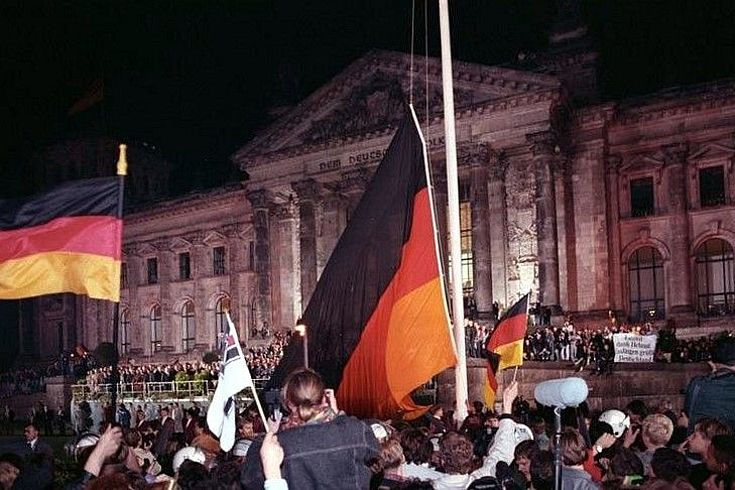 Berlin am 03.10.1990, deutsche Vereinigung, vor dem Reichstag.