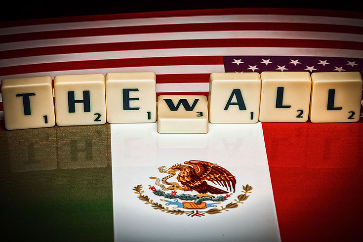 Bis 2017 sind die Fälle illegaler Grenzübertritte an der us-mexikanischen Grenze von 1,6 Millionen im Jahr 2000 um 90% auf etwa 310.000 Fälle gesunken.
