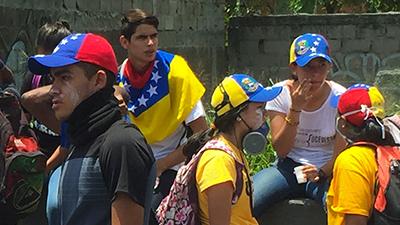 Junge Leute und Studenten gehen auf die Straße, weil Hunger und Mangelernährung allgegenwärtig sind
