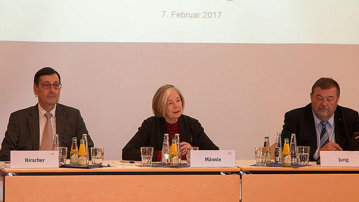 Wahlforscher Gerhard Hirscher, Stiftungsvorsitzende Ursula Männle und Studienleiter Helmut Jung