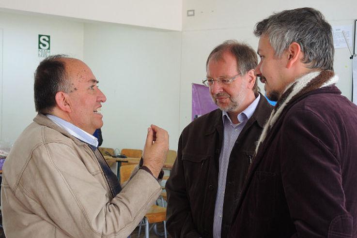 Paul Casafranca (Direktor der Partnerorganisation APORVIDHA) und Peter Witterauf mit Henning Senger in Cusco