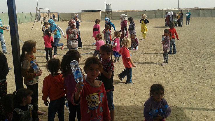 Eine Gruppe vpn Kindern im Flüchtlingslager Zaatari