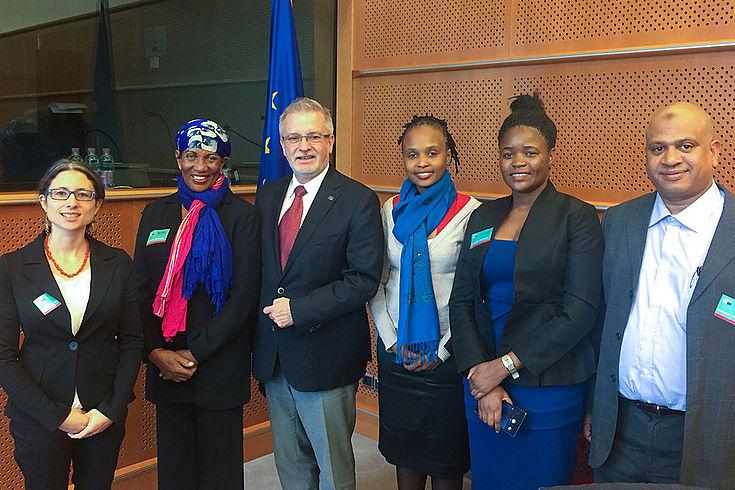 Die tansanischen Abgeordneten treffen sich mit dem EU-Abgeordneten Michael Gahler