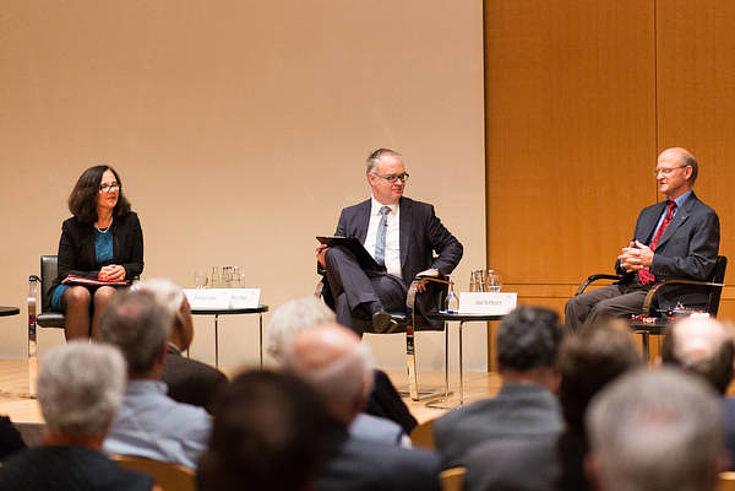 Kristina Kelek, Karl Heinz Keil (Moderator) und Uwe Nortmann diskutierten über notwendige gesetzliche Regelungen.