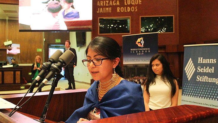 """Teilnehmer an der """"Politikschule"""" im ecuadorianischen Kongress"""